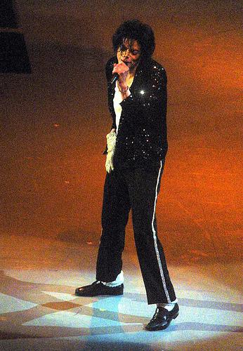 Michael Jackson, Sing, Spotlight, stage, Black, Real, Madison Sqaure Garden, 2001, Hair, Ten Random Facts, Flickr
