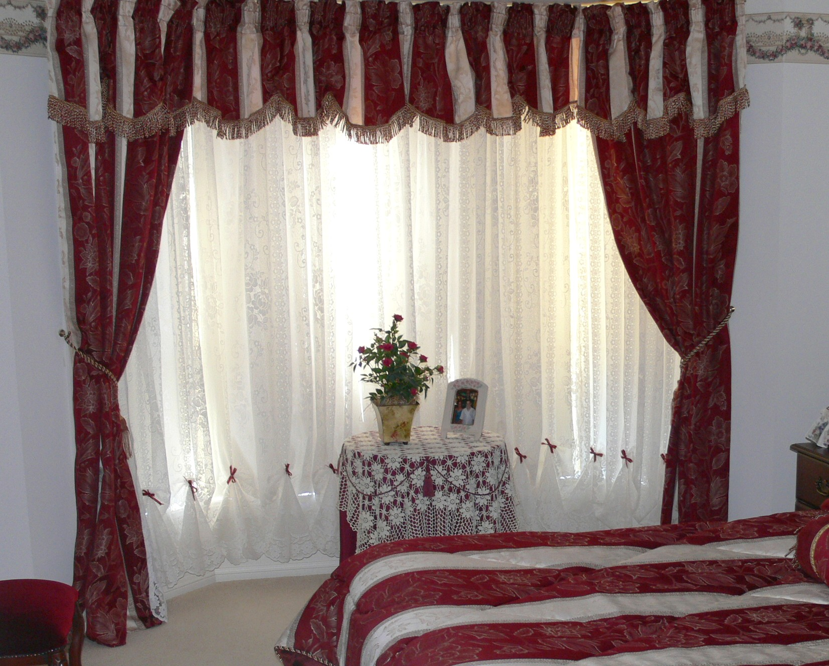 Curtains, Red, White, Scene, Bedroom, Window, Ten Random Facts, House,