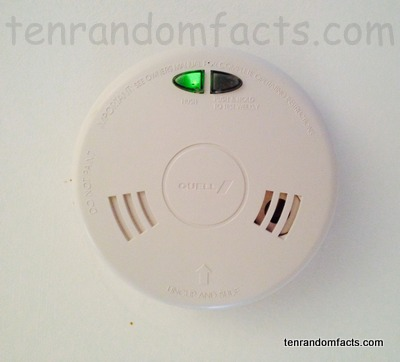 Smoke Detector, On, Green, Fire Alarm, Trivia, Random Facts, Ten, White, Ceiling, Domestic, House